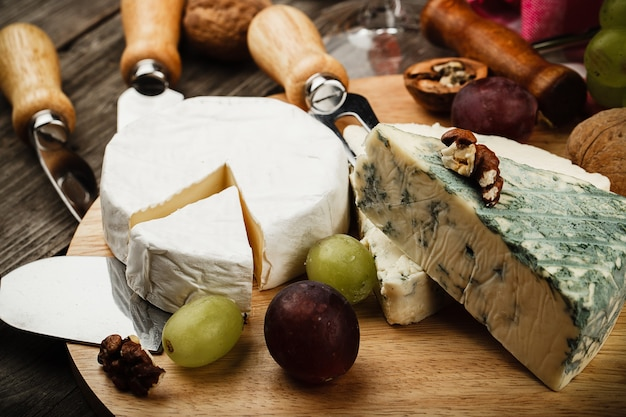 Вино и сыр, демонстрирующие культуру употребления вина