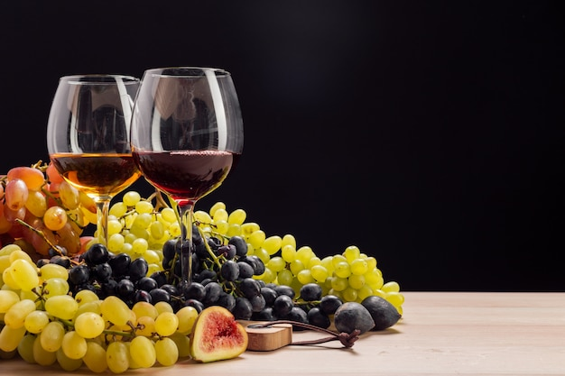 와인과 포도 테이블에