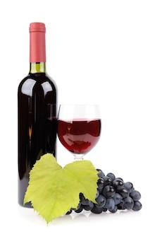 白で隔離のワインボトル、ガラス、ブドウ