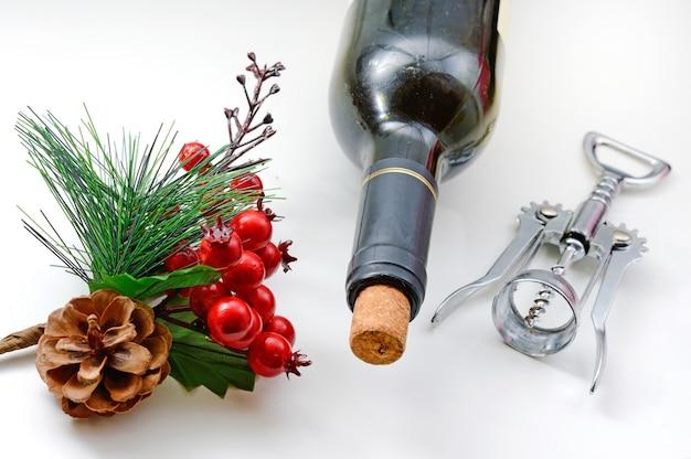 ワインの栓抜きとクリスマスの枝