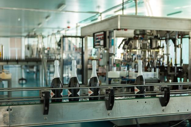 와인 공장 생산. 남부 품질의 와인