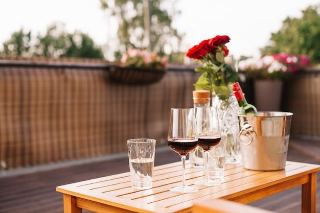 레스토랑에서 와인 글라스