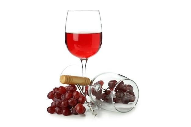 白い背景で隔離のワイン、グラス、ブドウ、コルク抜き