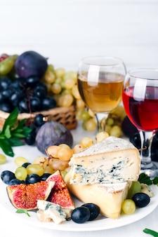白ワイン、ブドウ、チーズ