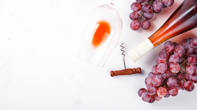 Wine pink and grape bunch. alcoholic drink