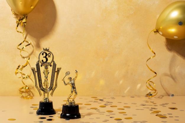 ゲームをプレイする黄金の男と勝者の概念