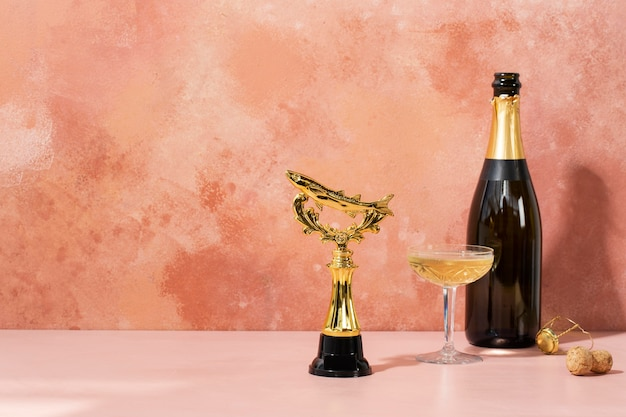 Concetto vincitore con premio d'oro e bottiglia