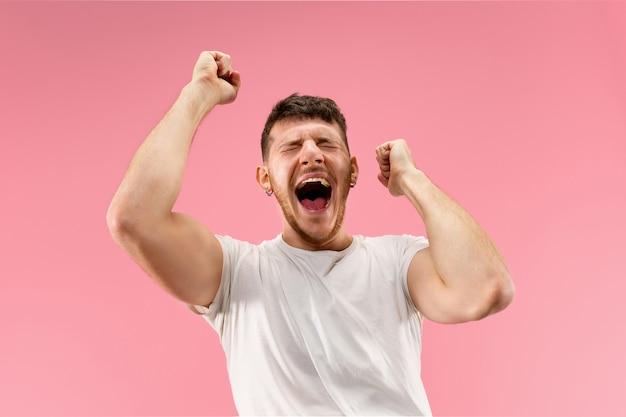 우승 성공 남자 행복 황홀 할 정도로 축하 승자가되고. 남성 모델의 역동적 인 에너지 이미지