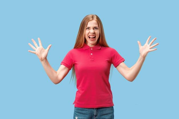 Победа успех женщина счастлива восторженные празднования быть победителем. динамичный энергетический образ женской модели