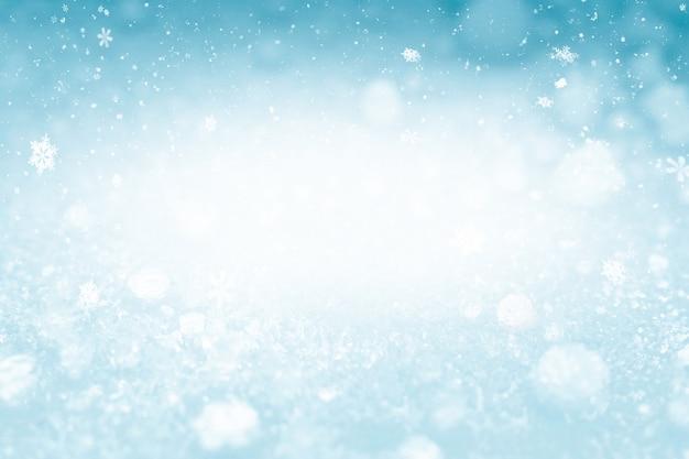 축제와 축하를 위한 복사 공간이 있는 겨울 크리스마스와 눈송이 배경