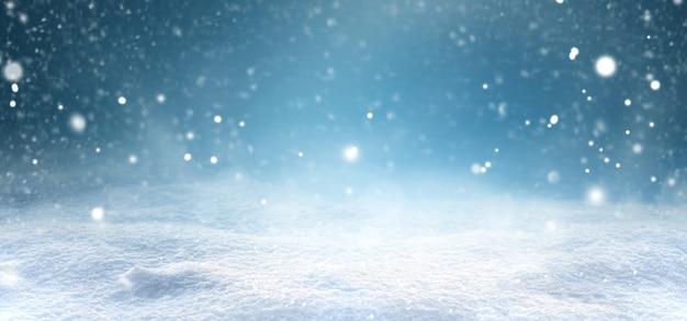 雪が降り、雪が漂う冬のクリスマスの風景。美しい降雪と雪景色。デザインのレイアウト