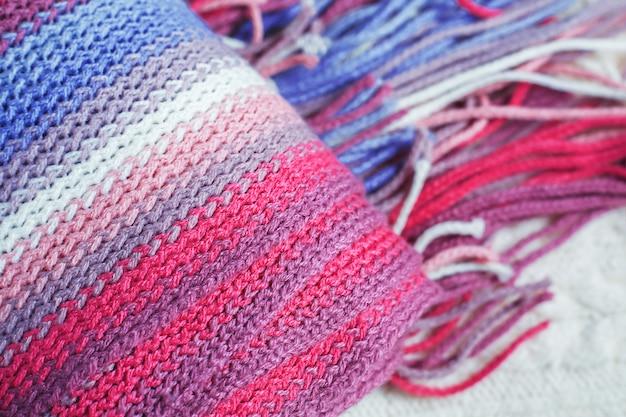 冬のカラフルなスカーフ
