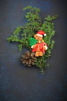 Зимняя композиция елка игрушка еловые ветки