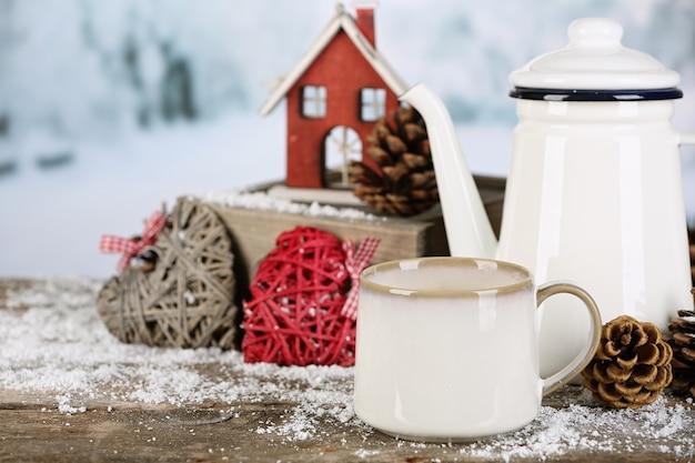 Зимняя композиция с горячим напитком