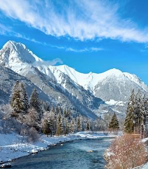 산과 강 겨울 나라 풍경
