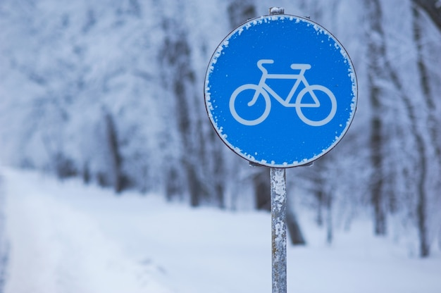 Winter cycle way blue sign