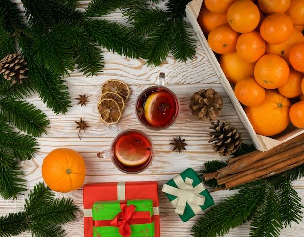 お祭り新年背景にスパイスと冬の飲み物