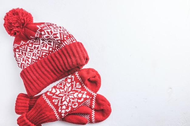 冬の帽子とミトンのニット