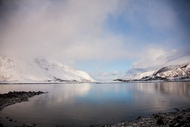 ノルウェー北部のロフォーテン諸島の冬。