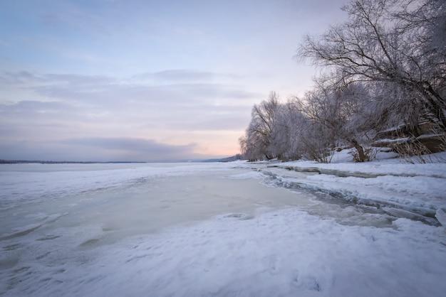 새벽에 겨울 풍경