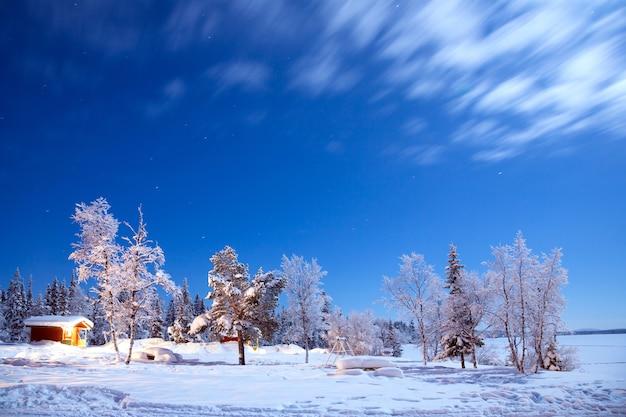 夜の冬の風景