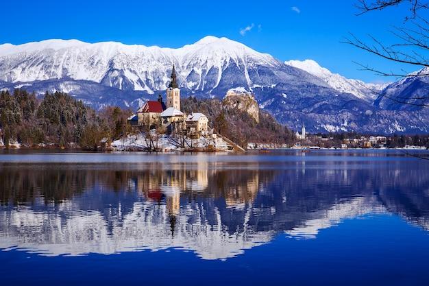 冬の風景ブレッド湖旅行スロベニアヨーロッパ