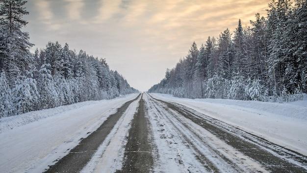 Зимний пейзаж в районе усадьбы строгановых, усолье, пермский край, россия.