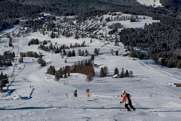 ドロミテの冬の風景