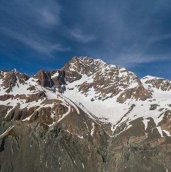 雪山範囲の冬の風景