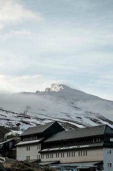 ゲストハウスと冬の風景