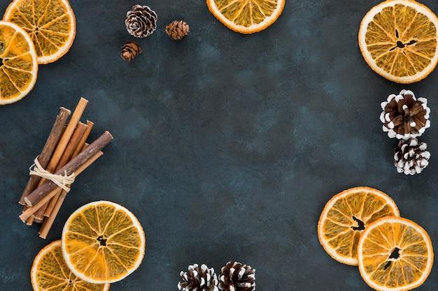 겨울 레몬 슬라이스와 시나몬 롤
