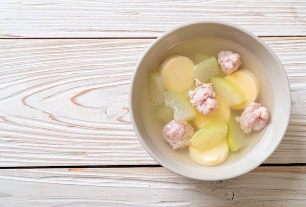 Зимний суп из дыни с рубленой свининой и яичным тофу
