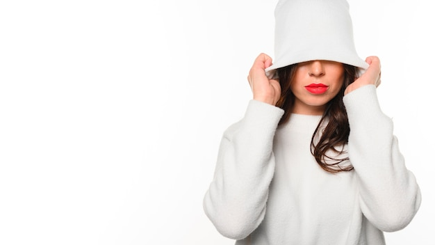 Winter model covering face with hat