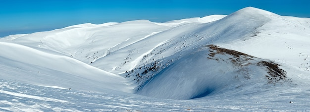 Зимний горный пейзаж (украина, карпаты, свидовецкий хребет).
