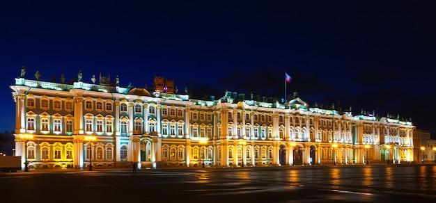Зимний дворец в ночное время