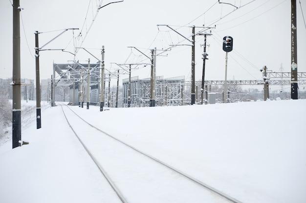 겨울 철도 풍경, 눈 덮인 산업 국가에서 철도 트랙