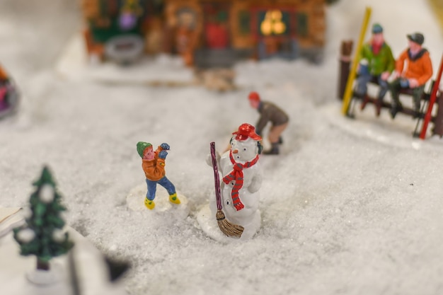 クリスマスのセラミックフィギュアからの冬のシーン