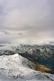 オーストリアの冬のゲレンデ