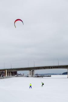 湖での冬のスノーカイト