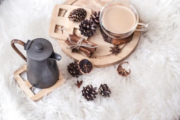 Зимний натюрморт с шишками и горячим напитком