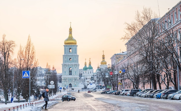키예프 우크라이나의 성 소피아 대성당의 겨울 일몰 보기