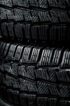 겨울 타이어를 닫습니다.