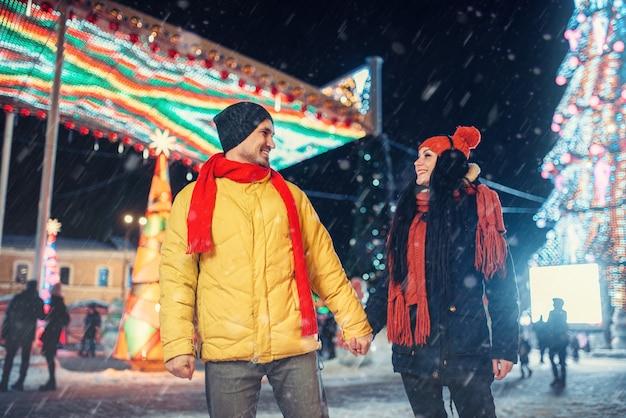 カップルの冬の散歩