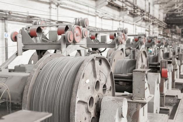 Катанка, арматура, сетка на складах. производственный склад на кабельном заводе.