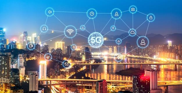 無線通信ネットワークの概念。近代都市のパノラマ
