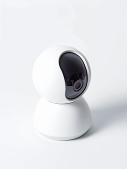 白で隔離されるワイヤレス監視カメラ