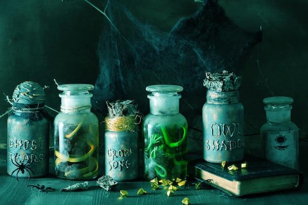 魔女薬屋瓶魔法のポーションのハロウィーンの装飾