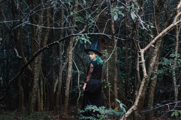 Ведьма в темном лесу