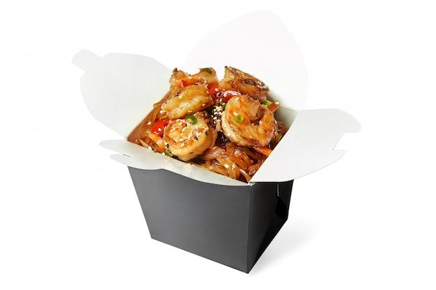 分離されたエビの中華麺
