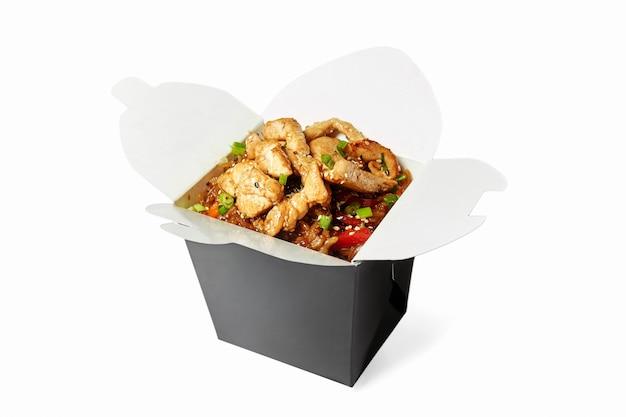 分離された鶏肉の中華鍋ご飯